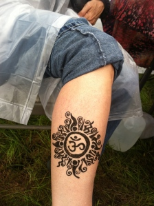 Ohm symbol, in henna.