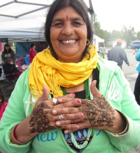A Bhutanese-Alaskan woman whose harvest was sold at the festival. She was wonderful to do henna on--although I'm sure she's seen much more authentic mendhi henna than I have!